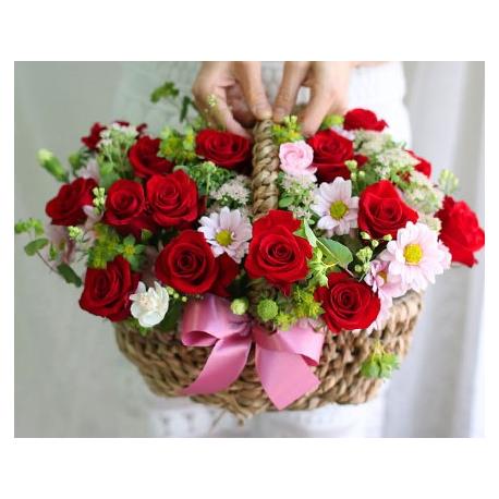 Red Roses&Chrysanthemums in a Basket
