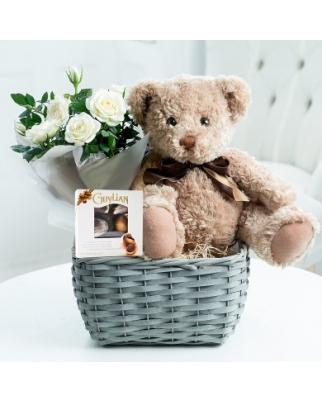 Newborn's Boy Basketss with flowers